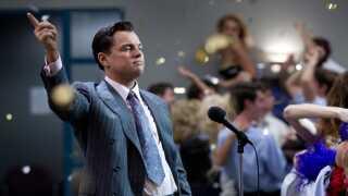 Leonardo DiCaprio i rollen som ubarmhjertig finansspekulant i 'The Wolf of Wall Street', der udkom i kølvandet på finanskrisen. Den er værd at se eller gense, ifølge filmanmelder Nanna Frank Rasmussen.