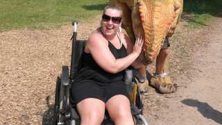 Selv om Ruca Skovsen ikke bruger kørestol i det daglige, bliver den eller krykker alligevel nødvendig, når hun skal ud og være aktiv med venner eller i Djurs Sommerland.