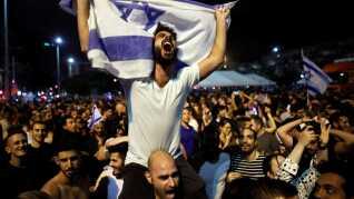 Folk fejrer Israels Eurovision-sejr tidligere i år på Rabin-pladsen i Tel Aviv.