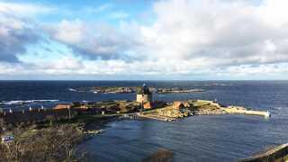 Christiansø hører under Forsvarsministeriet og ligger cirka 20 km nordøst for Bornholm. Der bor omkring 90.