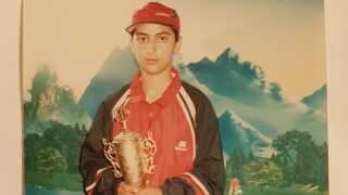 Khalida klædte sig ud som dreng for at spille fodbold.