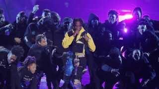 Her ses Travis Scott på scenen under dette års 'MTV Video Music Awards'.