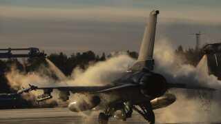 Amerikanerne har blandt andet sendt et F-16 Fighting Falcon-fly afsted til Norge.