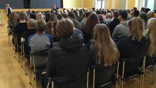 SSP-konsulent i Sorø Kommune, Rikke Thernøe, holdt oplæg om euforiserende stoffer for omkring 150 elever fra 7., 8. og 9. klasse på Holbergskolen i Dianalund.