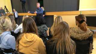 Skoleleder ved Holbergskolen, Jakob Storm, vil gerne undgå, at eleverne kommer i kontakt med euforiserende stoffer.