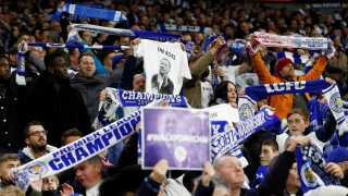 Leicesters fans var mødt talstærkt frem til udebanen i Cardiff for at hylde den afdøde ejer.