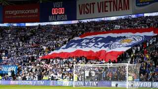 Også de thailandske flag var medbragt til stadion i Cardiff.