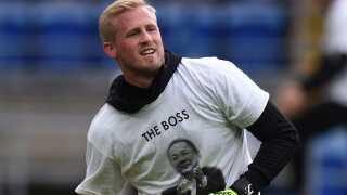 Også Kasper Schmeichel havde selvfølgelig den t-shirt på. Den danske landsholdsmålmand var en af de første til at ankomme til ulykkesstedet tirsdag.