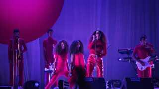 Solange leverede en storrost koncert på sidste års Roskilde Festival i et pakket Arena-telt.