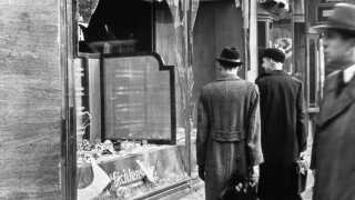 Nazisterne gav jøderne ansvaret for optøjerne, og de måtte selv rydde op, ligesom man pålagde dem at betale en milliard tyske mark i erstatning til den tyske stat. Alle erstatninger til jøder fra forsikringsselskaber blev desuden konfiskeret.