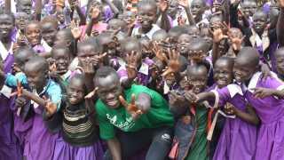 Et billede fra et af Awer Mabils besøg i flygtningelejren Kakuma.