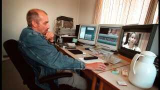 Instruktør Morten Arnfred blev kendt som 'Manden der reddede Olsen-Banden', da han trådte til som instruktør af den allersidste Olsen Banden-film, efter filmens første instruktør, Tom Hedegaard, døde. (arkivfoto)