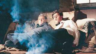 Morten Grunwald sammen med Ove Sprogøe i 'Slå først, Frede' fra 1965 - en af Grunwalds bedste film, mener filmkritiker Jacob Wendt Jensen.