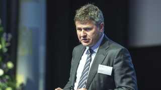 Howard Wilkinson har været hård i kritikken af det danske finanstilsyn, som ifølge Wilkinson først og fremmest har forsøgt at redde Danske Bank. På billedet er det Finanstilsynets direktør, Jesper Berg, som også deltog i høringen i Folketinget mandag.