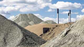 Der skal både tænkes i alternativer til grus og i andre former for udvinding. Arkivfoto.