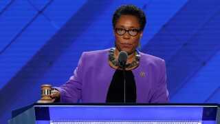 Marcia Fudge har opgivet at tage kampen op mod Nancy Pelosi.