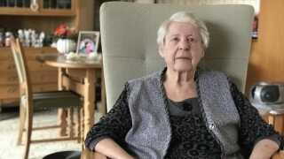 Jytte Drud på 86 år har boet i Vollsmose siden 1989. Hun er glad for området og føler sig tryg i bydelen.