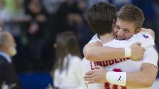 EM 2012: Da Danmark vinder europamesterskabet, agerer Svan reserve for Hans Lindberg.
