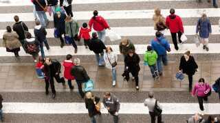 Vi mennesker er flokdyr, og hvis først én person går over for rødt lys, har rigtig mange af os en tendens til at går med - selv om det er i strid med færdselsloven.