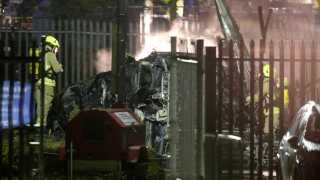 Resterne af helikopteren der styrtede ned kort efter den havde forladt stadion.