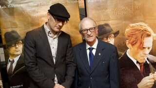 """Ole Christian Madsen instruerede modstandsfilmen """"Flammen og Citronen"""" fra 2008. Her ses instruktøren sammen med Gunnar Dyrberg, Holger Danske modstandsmand. Mads Mikkelsen spillede Citronen i filmen."""