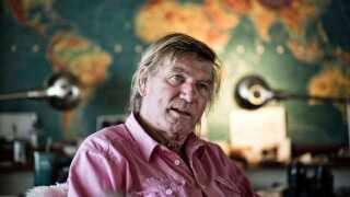 I efteråret 2016 fortalte Troels Kløvedal i en ny bog, at han var uhelbredeligt syg og ikke havde lang tid tilbage at leve i.