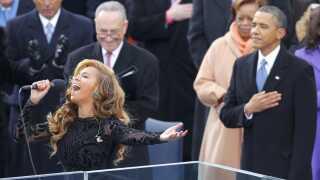 Beyoncé Knowles-Carter og Barack Obama går langt tilbage. Her optræder hun for eksempel til hans indsættelse som præsident i 2013. Det samme gjorde hun i øvrigt, da han blev valgt og indsat for første gang tilbage i 2009.
