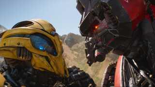 Det ikoniske legetøj transformers fik deres første Hollywood-film i 2007. Siden er det blevet til yderligere fem film - hvoraf den aktuelle 'Bumblebee' er den klart bedste, mener både Jakob Stegelmann og en række internationale anmeldere.