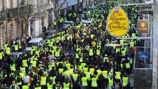 Protestbevægelsen De Gule Veste fortsætter på tredje måned, her ved en demonstration i Bordeaux i weekenden.