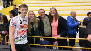 Hele familien Breuning er samlet i Italien for at se Rasmus spille.