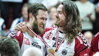 Håndbolden stortrives i Vestdanmark. Her er det glade pokalfinalevindere fra TTH Holstebro.
