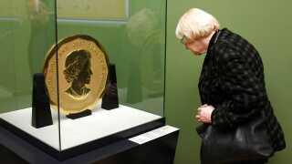 Den 100 kilo tunge mønt 'Big Maple Leaf'. Der er et portræt af dronning Elizabeth II på den ene side og ahornblade på den anden. Den blev udstedt af Royal Canadian Mint i 2007 og udlånt til det tyske museum i 2010 af en privat samler.   Der er kun fremstillet fem eksemplarer af mønten.