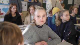 Flere piger fik sat tankerne i gang, da to rollemodeller fra håndværksbranchen fortalte dem om deres erfaringer fra erhvervsuddannelserne og byggepladserne ved besøget på Susåskolen.