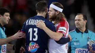 Mikkel Hansen og Nikola Karabatic efter bronzekampen mellem Danmark-Frankrig i ved EM i 2018.