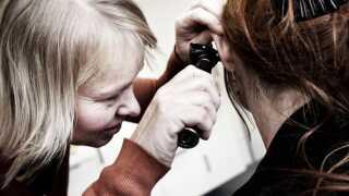 (ARKIV) Praktiserende læge i København, den 25. januar 2012. Regeringen vil give praktiserende læger økonomisk støtte til at samles i større lægehuse. Landdistrikterne frygter, at der bliver for langt til lægen. Det skriver Ritzau, mandag den 11. juni 2018.. (Foto: Morten Germund/Ritzau Scanpix)
