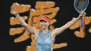 Maria Sharapova slog Caroline Wozniacki  6-4, 4-6, 6-3.
