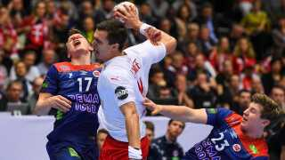 Denmark's Rasmus Lauge Schmidt (C) vies with Norway's Magnus Jondal (L) and Norway's Goran Johannessen during the IHF Men's World Championship 2019 handball final match between Norway and Denmark at the Jyske Bank Boxen arena in Herning on January 27, 2019. (Photo by Jonathan NACKSTRAND / AFP)