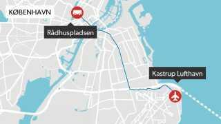 Landsholdet kører i bus fra lufthavnen til Rådhuspladsen fra klokken 16 via Amager Landevej, Amagerbrogade, Amager Boulevard, Langebro og H.C. Andersens Boulevard.