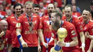 Nikolaj Øris og resten af landsholdet fejrer VM-guldet i Herning.