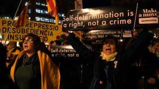 """""""Selvbestemmelse er en ret, ikke kriminelt"""", lyder parolen under en demonstration i Barcelona i februar 2019."""