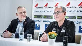 Jan Pytlick (th.) skrev tidligere onsdag under på en kontraktforlængelse med Odense Håndbold.