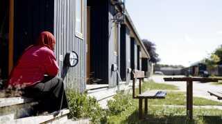 Ingen mindreårige under 18 år må indkvarteres på samme asylcenter som en ægtefælle eller samlever, lød det i en pressemeddelelse fra udlændinge-, integrations- og boligminister Inger Støjberg i februar, 2016.