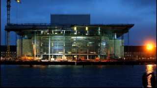 """Københavns nye operahus på Dokøen kommer til at hedde """"Operaen - København"""". Det besluttede styregruppen for Operahuset på et møde tirsdag november 25, 2003."""