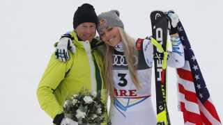 Ingemar Stenmark tog imod Lindsay Vonn ved målstregen.