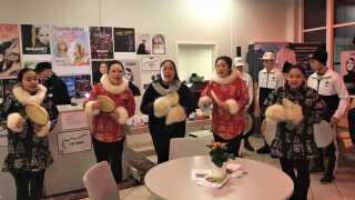 Børn og unge fra børnehjemmet i Uummannaq rejser ofte rundt og viser deres musikalske evner. Her til Strib Vinterfestival, februar 2019.
