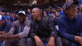 Barack Obamas tilstedeværelse i hallen var med til at brede historien om den ødelagte sko på de sociale medier.