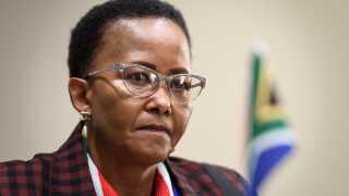 Sydafrikas sportsminister Tokozile Xasa advarer om krænkelse af menneskerettighederne i sagen om Semenya.