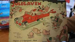 """Det kan godt være, at det første Anders And-blad kom ud d. 1 marts 1949, men det var altså ikke første gang, at danskerne kunne se Anders And på tryk.  I slut 30'erne udkom julehæftet """"Julegaven"""" af reklamebureauet Bergenholz, hvor både Anders And og Mickey Mouse optræder."""