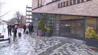 Lokalet i Retten på Frederiksberg var tætpakket. Flere bisiddere for vidner i udbytteskattesagen var mødt op for at overvære første afhøring af tidligere medarbejdere fra Skatteministeriets Interne Revision.