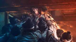 - 'Kingdom' er den mest kunstnerisk forfriskende zombieserie siden Charlie Brookers zombiekomedie 'Dead Set', hvor en gruppe 'Big Brother'-deltagere er de eneste, der ikke har opdaget apokalypsen, mener DR's serieekspert.